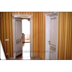 Деревянные двери с золотой патиной