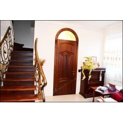 Деревянные межкомнатные двери с фрамугой